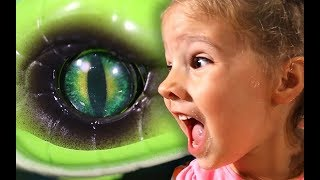 Robo Alive: Which toy does my Sister SCREAM at the Loudest?