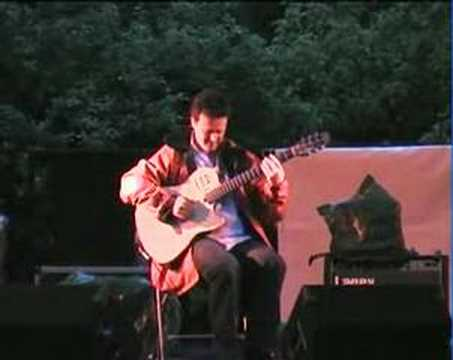 Sylvain Luc at L'Esprit Manouche 2004 (2)