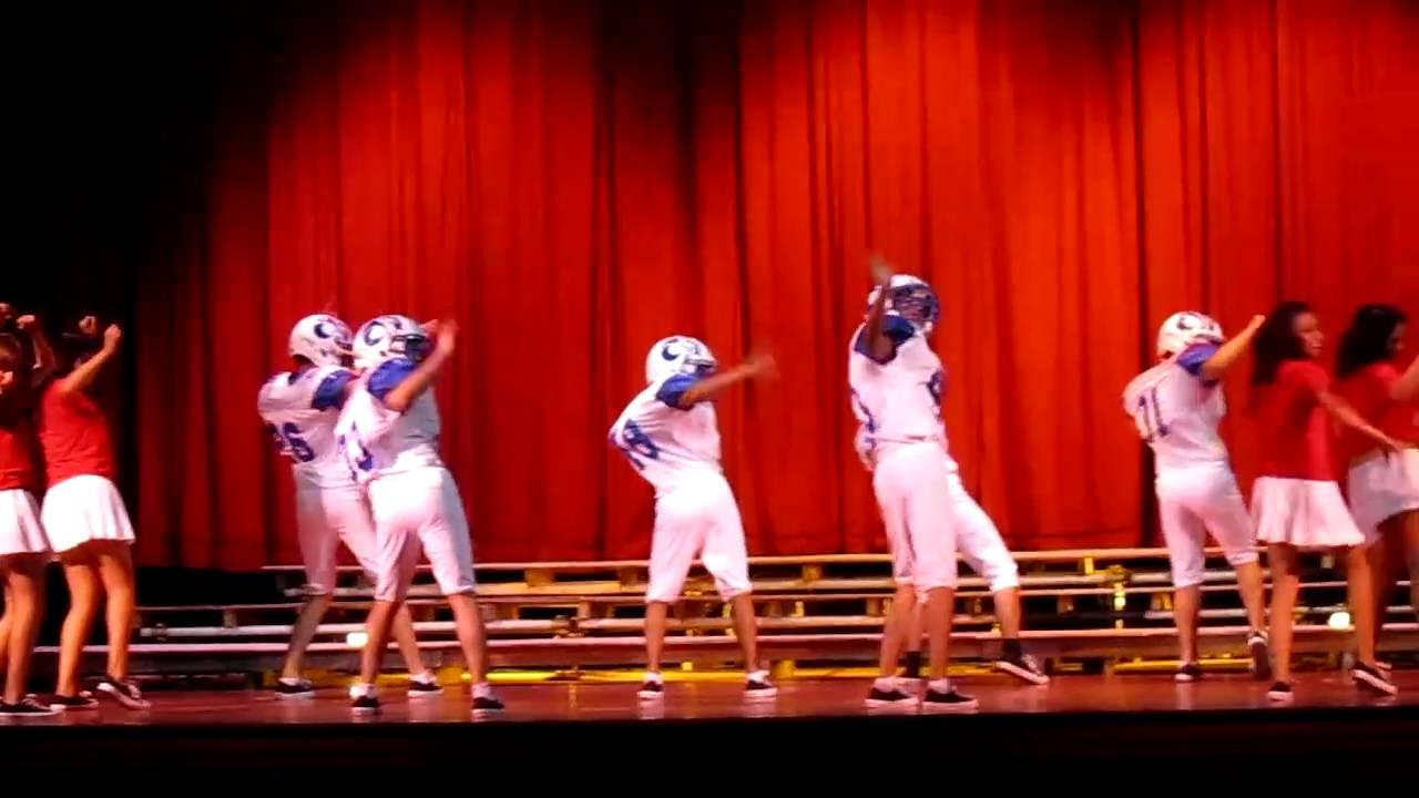 Glee football team single ladies episode 4