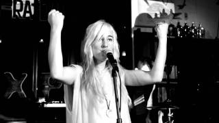 Watch Zola Jesus Vessel video