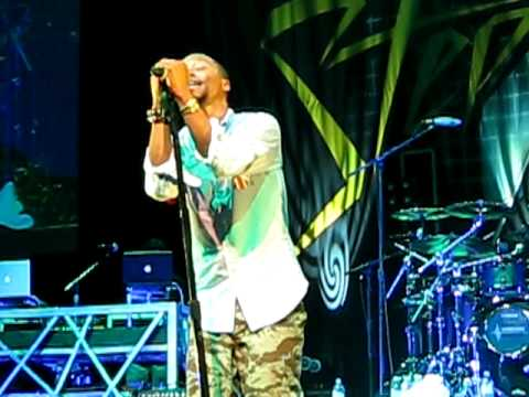 NEW - Lupe Fiasco - Beautiful Lasers (Live)