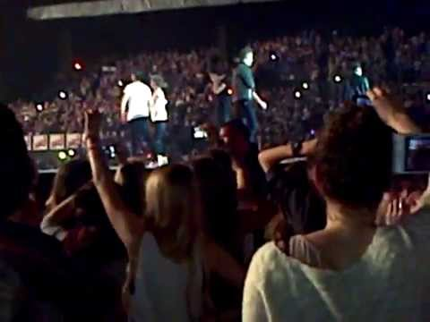 One Direction - Twitter Questions + Project Torn - Tmht - Amneville 30 04 13 video