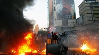 Caracas chaos video: Gunfire, clashes as 3 dead in violent Venezuela (protests)  2/13/14