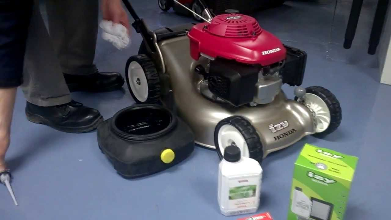 Servicing a Honda lawnmower with the Honda service kit - YouTube