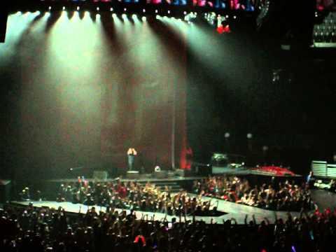 Ed Sheeran fell on stage! - YouTube
