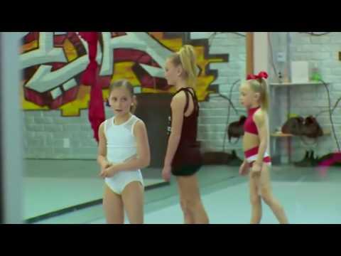 Dance moms   ELLIANA Gets UPSET because Lilliana got a Private!! S07,E10