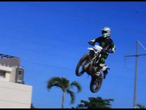 Kawasaki KLX 150 on Circuit Sanur Bali