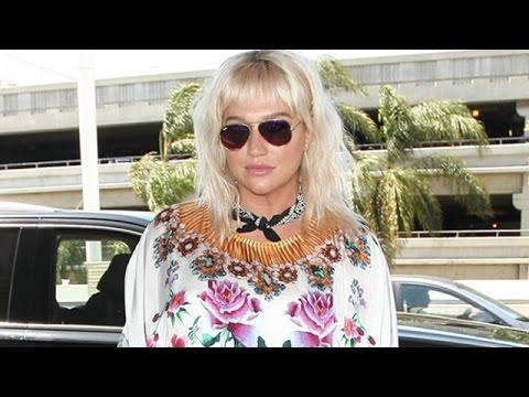 Kesha Stuns Celebrity Photographers In An Incredible Dress