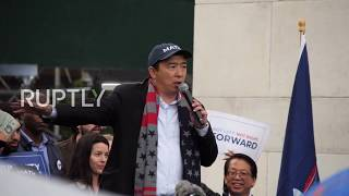 USA: Democratic presidential candidate Yang rallies faithful in wet New York