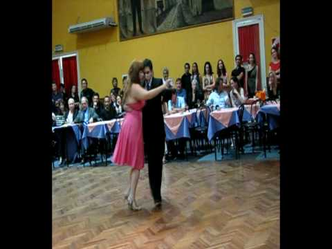 Mar a y mariano bailando la milonga el llor n en salon for A puro tango salon canning