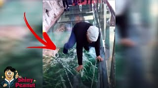 Turis Ini Syok Jembatannya Retak! 7 Jembatan Terekstrim di Dunia