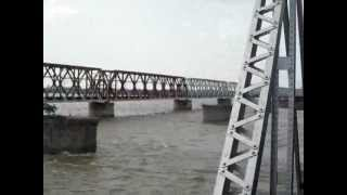 KERALA EXPRESS passing over the famous bridge over the Krishna River, Vijayawada.WATER LEVEL HIGH :O