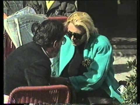 Mara Venier in giro per Roma, anni '80.