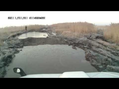 Suzuki Jimny Wide в грязи - поездка на рыбалку.