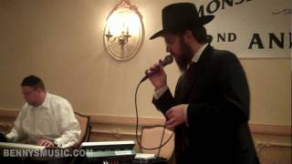 Benny Friedman Singing Kadyasvun at Monsey Dinner