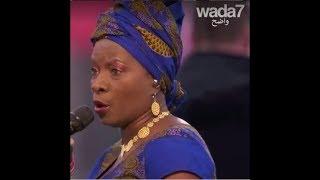 Angélique Kidjo émeut les chefs d'état à Paris!