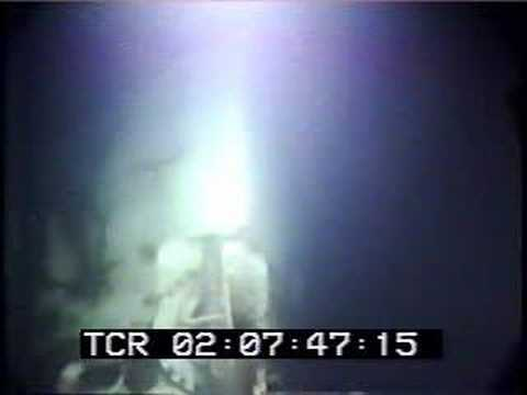 Edmund Fitzgerald Underwater Wreck Pictures http://www.vxv.com/video/H8cvw1xD5omA/wreck-of-the-edmund-fitzgerald-dive-241-part-4.html