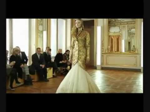 Alexander McQueen Fall/Winter 2010-2011. HQ Full Show with Music Part II