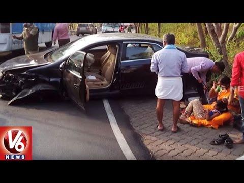 Road Accident at Tirumala Ghat Road | Car Hits Wall | Tirupati | V6 News