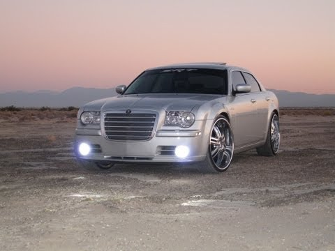 300c SRT-8 on 24's with CUTOUTS!!! WoW