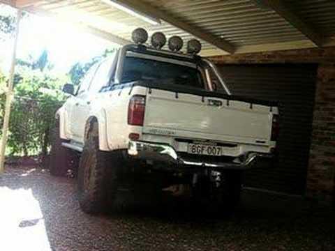 Toyota Hilux Sr5 2010. Hilux SR5: Exhaust sound clip