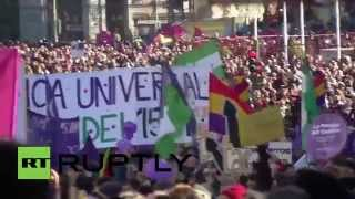 Spain: Thousands take part in Podemos