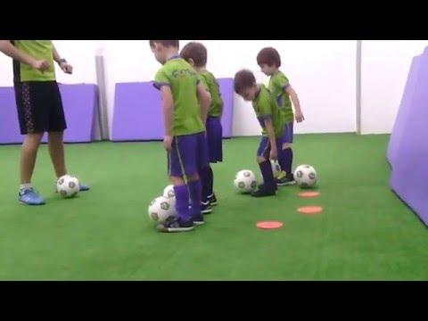 Пробная тренировка. спортивная секция - футбол Футбик Section football for children.