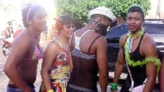 Meninas dançando kuduro no carnaval de barras 2009