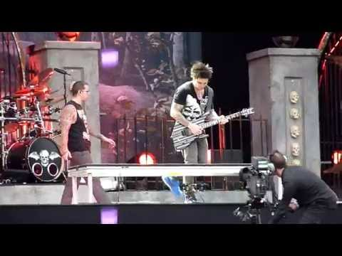 Download Lagu Avenged Sevenfold - God Hates Us LIVE MP3 Free