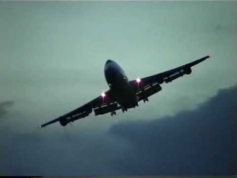 Qantas Airways Boeing 747 landing at Hong Kong Kai Tak Airport