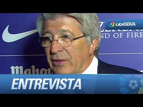 Entrevista a Enrique Cerezo, presidente del Atlético de Madrid, en el palco del Calderón