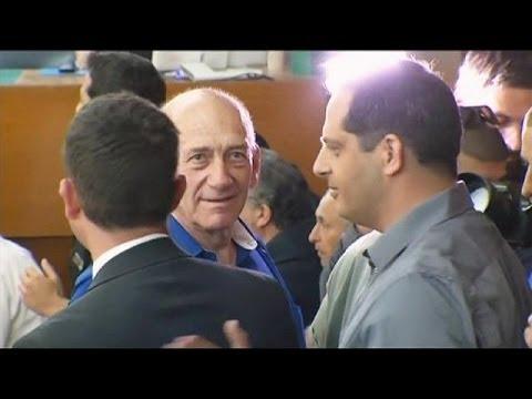 El ex primer ministro israelí Ehud Olmert condenado a 6 años de cárcel por cometer dos delitos...