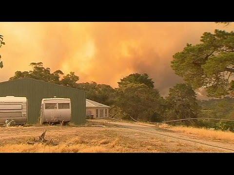 Australia: lives in danger as bush fire threatens Adelaide suburbs