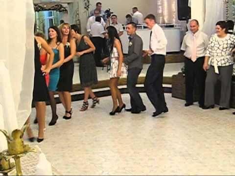 Танцы на молдавской свадьбе. Dancing privind nunta Moldovei.
