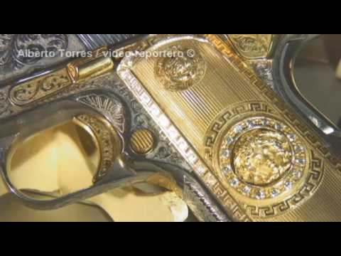 Las monedas de Los Zetas y las pistolas Versace