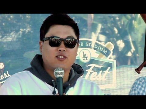 류현진 Ryu Hyun-jin Speaking at Dodger Fanfest 2014-2-1 + Trying to Make Him Dance