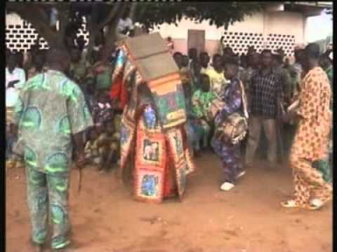Spectacle Des Eguns Au Benin video