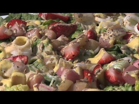 Berlin kocht: Erdbeer-Rhabarber-Salat