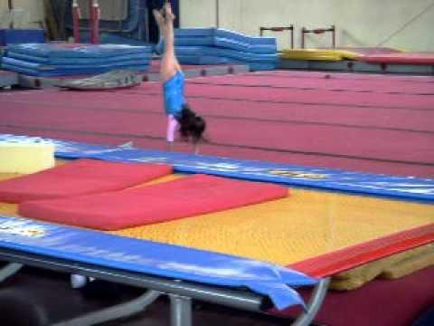 Gimnasia artistica ni as talento por el i p d 18 12 2010 for Colchonetas para gimnasia