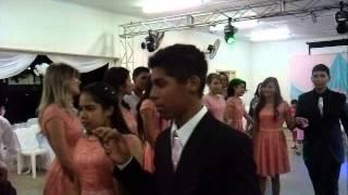 Festa de 15 anos Hérika recebendo musica de saida
