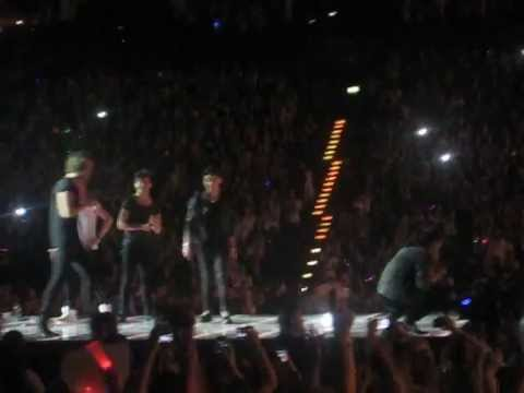 One Direction acting Finding Nemo (Twitter Questions - Hamburg 12.05.2013)