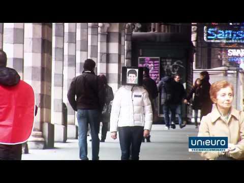 A tablet girl in Genova – Unieuro apre a Sestri – 8 Marzo 2012 – Inaugurazione