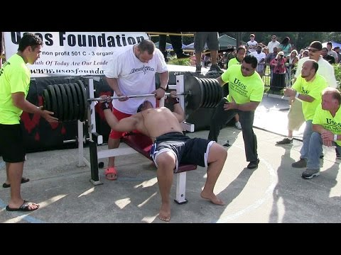 Man Attempts 725-Pound World-Record Bench Press