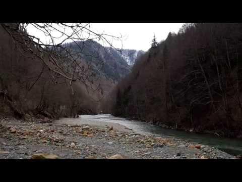 Природа Кавказа Карачаево-Черкессия дорога на посёлок Пхия Загидан Рожкао вдоль реки Большая Лаба