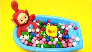 Teletubbies Po - Learn Colors English - Baby Doll Bath Time - How to Bath a Baby with Gumballs