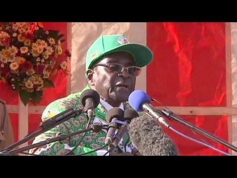 Robert Mugabe : 33 ans de pouvoir et toujours pugnace
