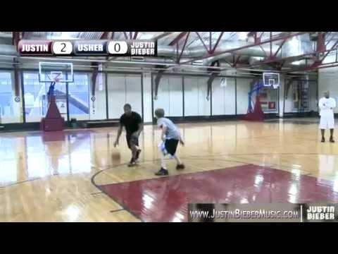 Justin Bieber and Usher playing basketball