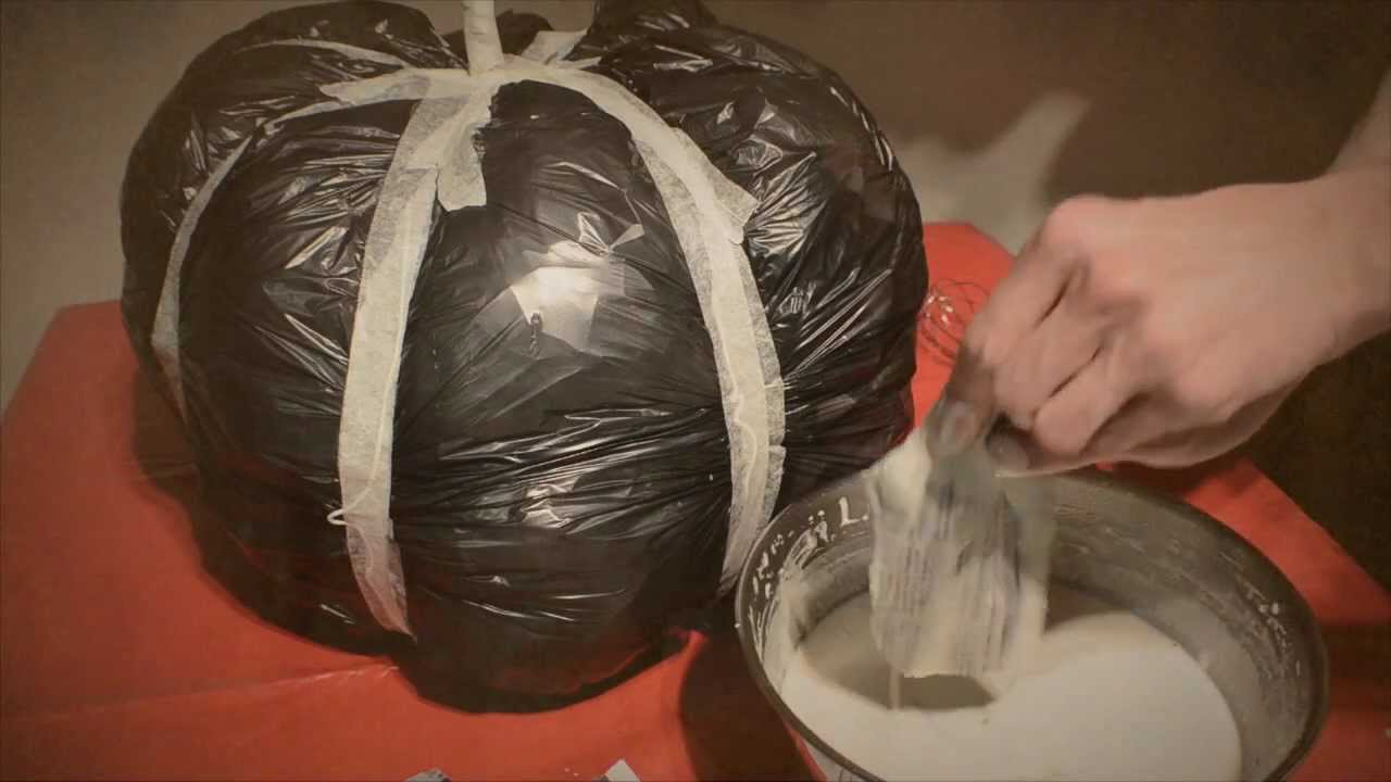 Diy paper mache pumpkin halloween how to youtube for Papier mache decorations