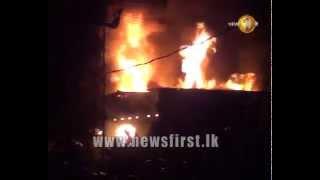 බෙලිඅත්තේ තෙමහල් ගොඩනැගිල්ලක් ගිනිබත් වේ  Several units called in as fire rages through Beliatta bui