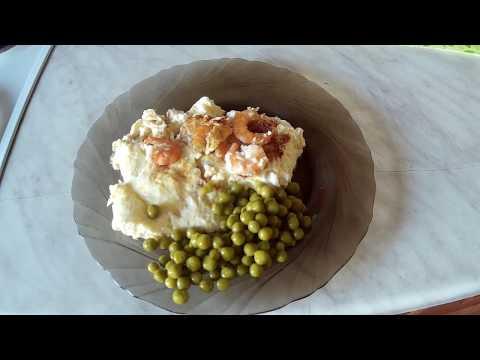 Омлет с креветками и сыром.